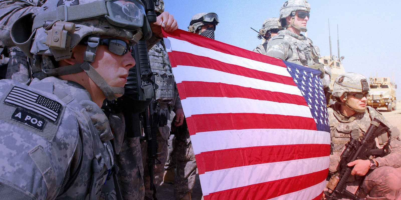 Soldiers holding American flag